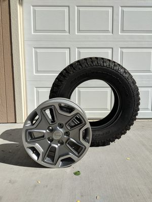 """Like New 2015 JK Rubicon 17"""" Wheels and 255/75R17 BFGoodrich Mud-Terrain Tires (5) for Sale in Lakewood, CO"""