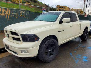 2010 Dodge Ram v8 motor 5.0 precious a tratar for Sale in Los Angeles, CA