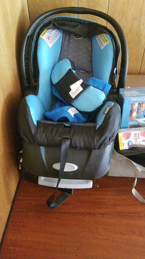 Evenflo infant car seat for Sale in South Bend, IN