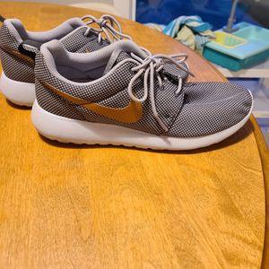 Gold Swish Nike for Sale in Everett, WA
