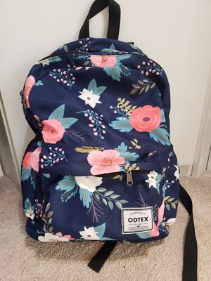 Excellent condition kids girls bag backpack..comes with an insulated bottle pouch.. No holds Sf/pf home for Sale in Reston, VA
