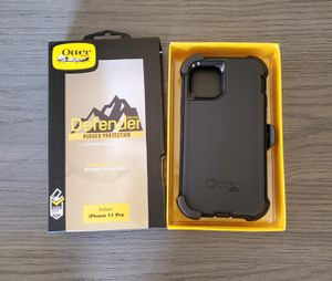 iPhone 11 Pro Otterbox Defender series Case with belt clip holster black for Sale in Canyon Country, CA
