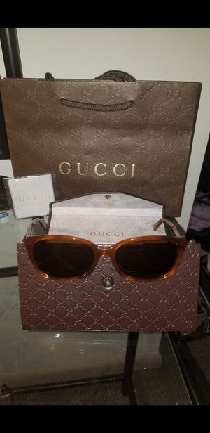 Gucci woman's sunglasses authentic with serial numbers with gift bag case cloth really gorgeous!! for Sale in Cleveland, OH