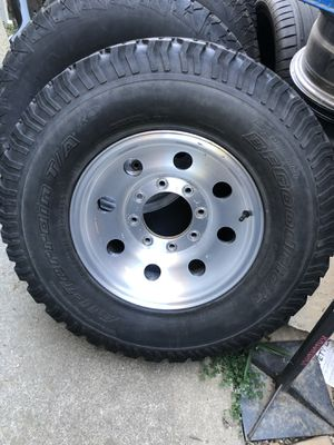 Ford F250–8 lug—alloy 16inch rims with tires, caps and lugs!!! for Sale in Sacramento, CA