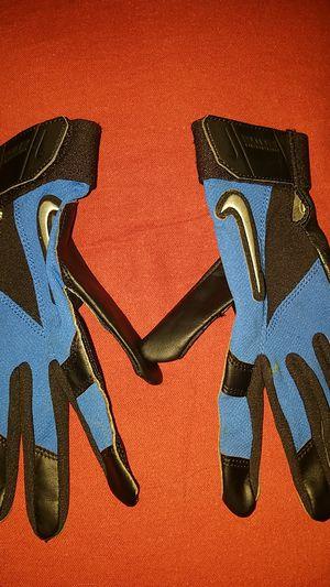 Boys baseball nike gloves medium for Sale in Ceres, CA