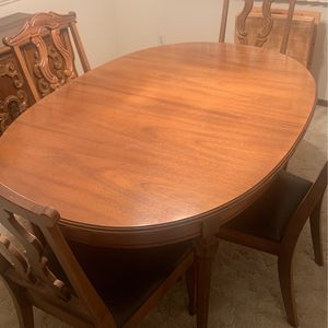 Vintage eight piece dining room set in excellent condition for Sale in Utica, MI
