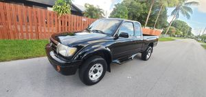 TOYOTA TACOMA prerunner 2000 by owner for Sale in Miami, FL
