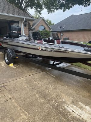 17' 1993 fishing boat with a150 Mercury/ Force rMotor runs great a few issues on gages for Sale in Burleson, TX