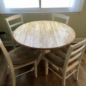 Dining Kitchen Table With 4 Chairs for Sale in Arlington Heights, IL