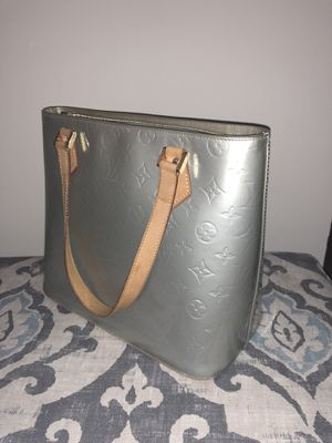 Louis Vuitton Silver Monogram Vernis Bag for Sale in Middletown, CT
