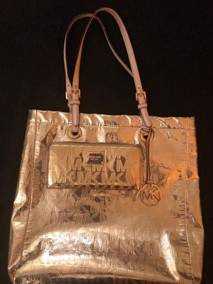 GOLD MK (MICHEAL KORS) TOTE BAG W/ MATCHING WALLET for Sale in Washington, DC