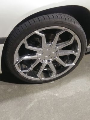 20 inches STARR CHROME RIMS and Tires. Universal lugs for Sale in Attalla, AL