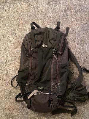 REI MENS TRAIL 40 Backpack Black for Sale in Hesperia, CA