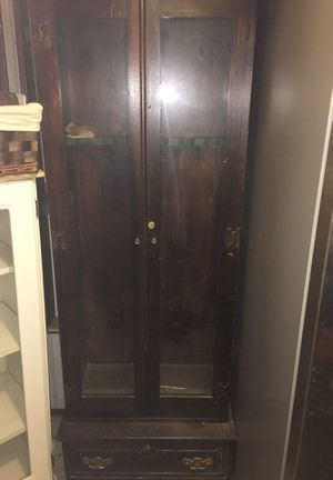 Antique gun cabinet for Sale in Pickens, SC