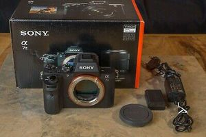 Sony Alpha A7 II 24.3MP Chassis 4800 firings good neat condition in original box for Sale in Milwaukee, WI