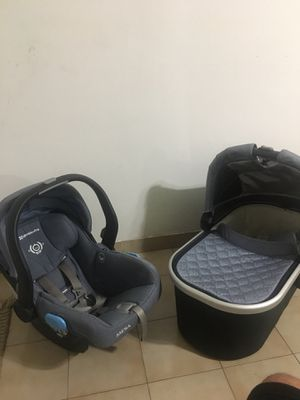 Vacinet and baby car seat for Sale in Miami, FL
