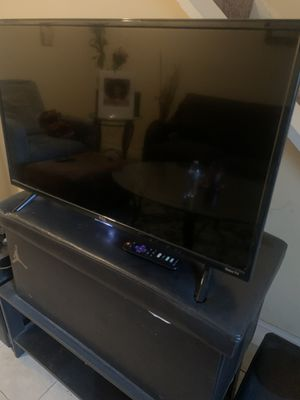 2 TVs for 125$ 40 inch and 30 inch for Sale in Decatur, GA