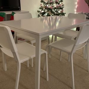 White Table And Chairs for Sale in San Diego, CA