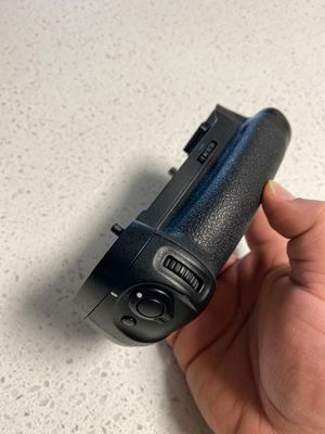 Nikon MB-D17 Battery Pack Grip for Sale in Orange, CA