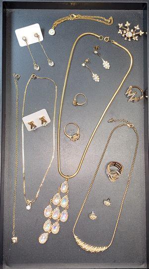 Final Golden Glitz Jewelry Lot for Sale in Tacoma, WA
