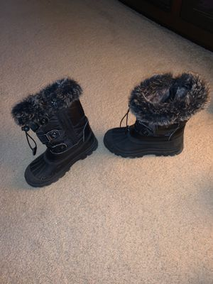 Snow boots~ size 3 (boys or girls) for Sale in Wilmington, MA