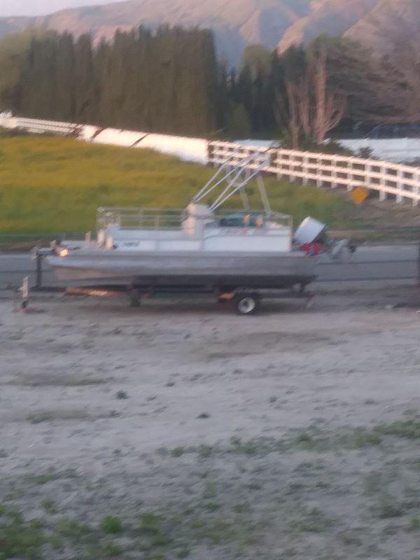 20 foot pontoon boat