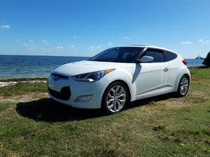 2013 Hyundai veloster for Sale in Wahneta, FL