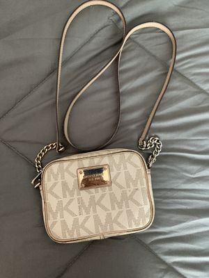 Michael Kors Small wallet bag for Sale in Los Angeles, CA