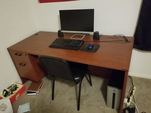 Office Desk - Wood desk for Sale in Buena Park, CA