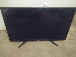 Broken 32in tv for Sale in Saint Robert, MO