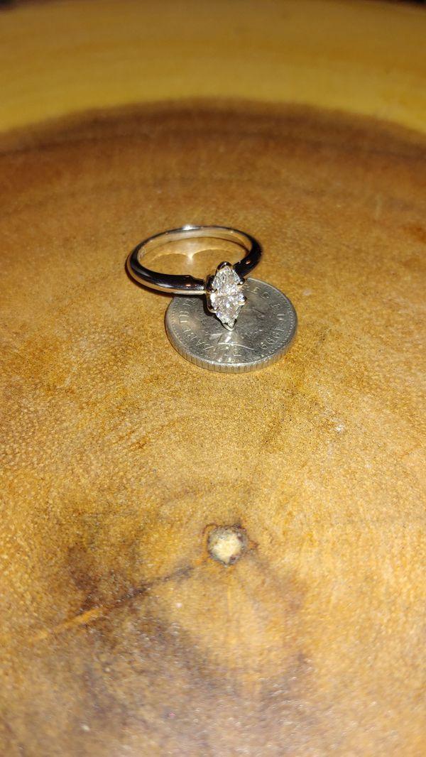 Marquise Diamond Engagment Ring
