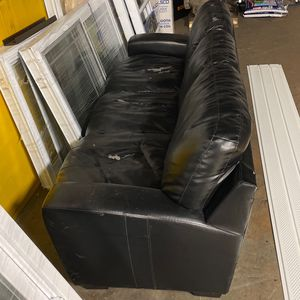 Free couch In Alsip for Sale in Orland Park, IL