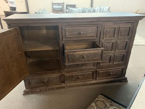 5pc Rustic Cannon Industrial Finish Queen bed 2 night stands, dresser and chest for Sale in Marietta, GA