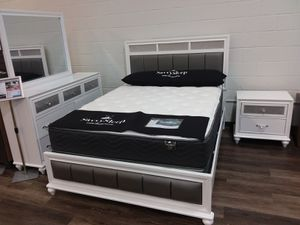 4PC GLAM QUEEN BED WITH DRESSER MIRROR AND NIGHTSTAND for Sale in Richardson, TX