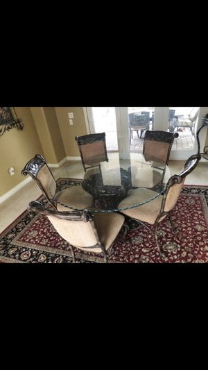 Glass dinning room table set! for Sale in Chandler, AZ