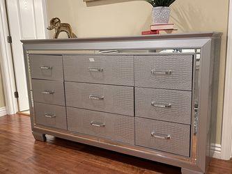 Furniture Of America Dresser for Sale in Hacienda Heights,  CA