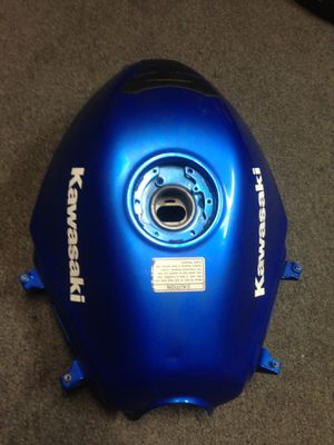 Kawasaki ninja 250 2009 gas tank for Sale in Baldwin Park, CA