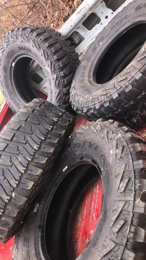 35x12.50rx17lt for Sale in Seymour, CT