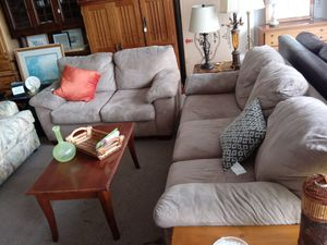 Two piece couch set for Sale in San Jose, CA