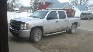 2010 Chevy Silverado v8 5.3 for Sale in Cheboygan, MI