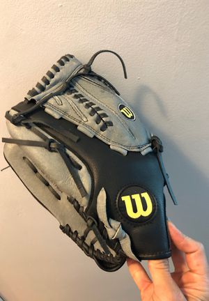 Men's Wilson a360 softball glove left hander for Sale in Hinsdale, IL