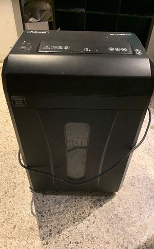 Followed paper shredder works great for Sale in Indian Rocks Beach, FL