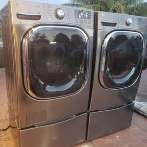 LG PLATINUM STEAM WASHER AND ELECTRIC STEAM DRYER SUPERCAPACITY WITH SMART DIAGNOSTIC AND PEDESTALS for Sale in Hialeah, FL