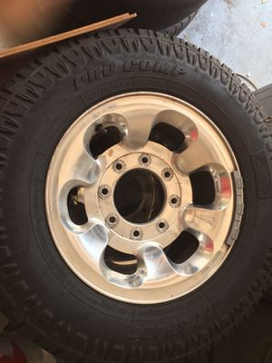 225-75-16 tires and rims for Sale in Kissimmee, FL