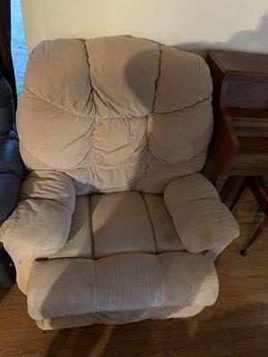 Lazy boy chair for Sale in Philadelphia, PA