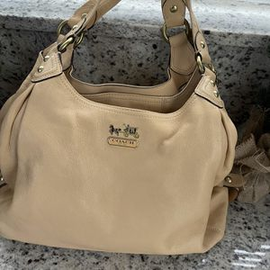 Coach Leather Shoulder Bag! Excellent Condition for Sale in Pembroke Pines, FL