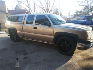 2004 Chevy silverado/22s rims/camper/low miles/clean title for Sale in Chicago, IL