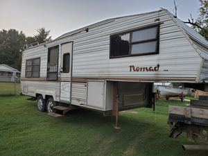 ISO CAMPERS AND LAWN EQUIPMENT for Sale in Tulsa, OK