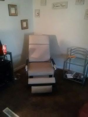 2 white leather reclining chairs for Sale in Wichita, KS