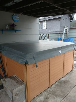 Hot Tub with lounger seat ( must sell) for Sale in Inkster, MI